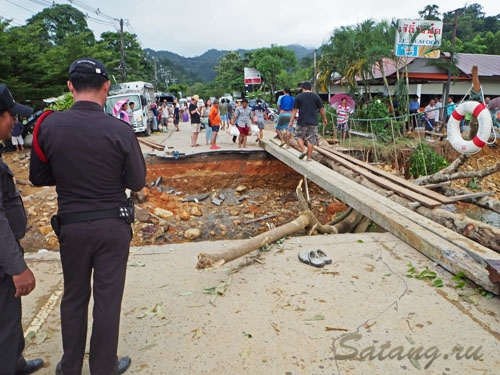 Разрушенный мост на дороге Клонг Прао