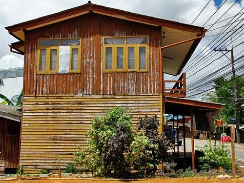 Деревянные дома старинной постройки с узорчатой резьбой!