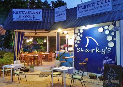 Шарки на Кай бей - отличный ресторан в центре шумной улицы!