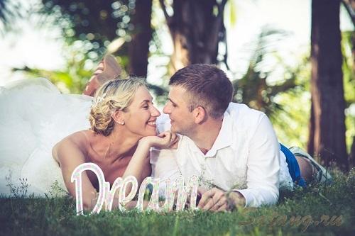 Свадьбы на пляже - мечта многих девушек!