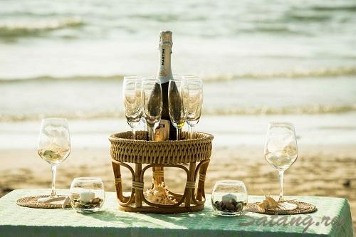 Шампанское в аутентичной подаче - изысканный элемент декора!