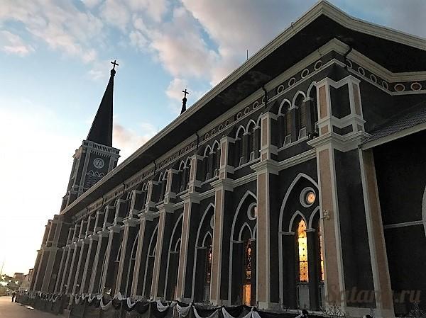 Большая церковь католической Святой Девы Марии