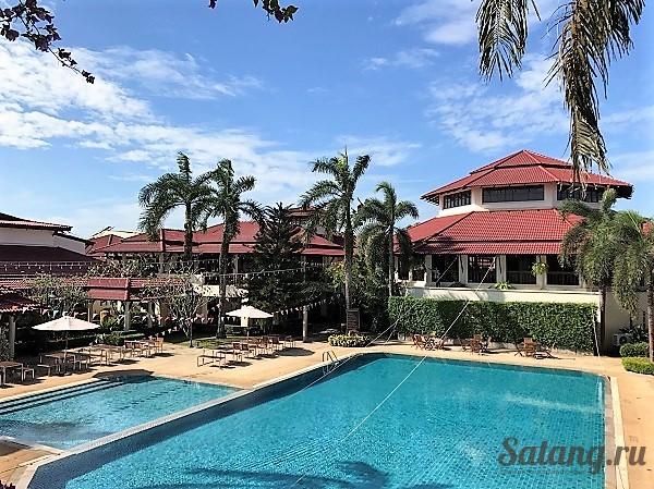 Отель города Чантабури с бассейном