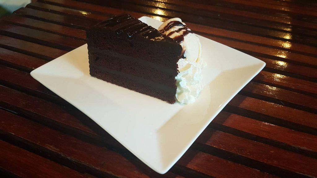 Десерты здесь - пальчики оближешь!