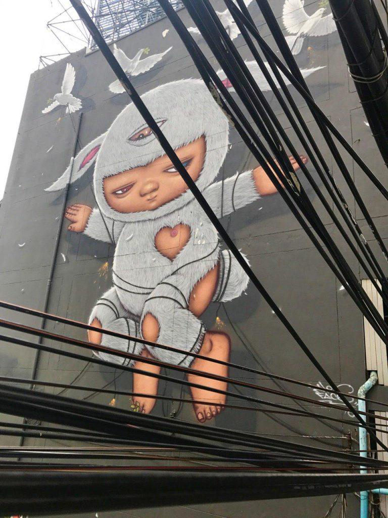 Красочные граффити известного артиста