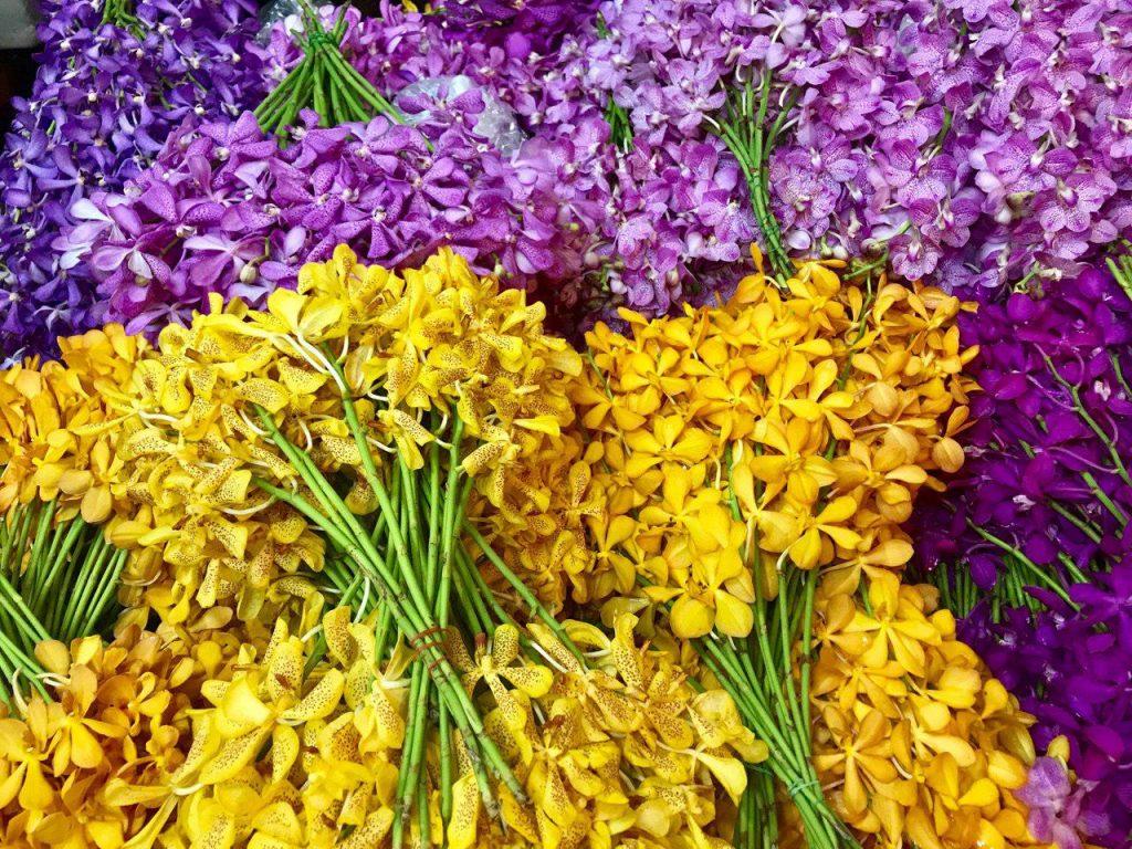 Огромный цветочный рынок