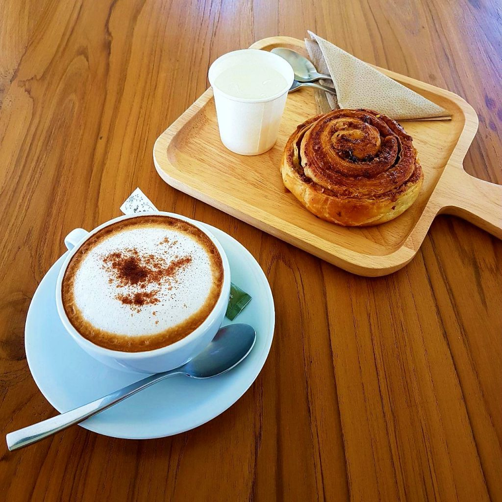 Отличный кофе с булочками