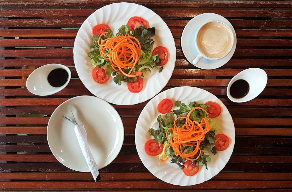 Салат и кофе сногсшибательны